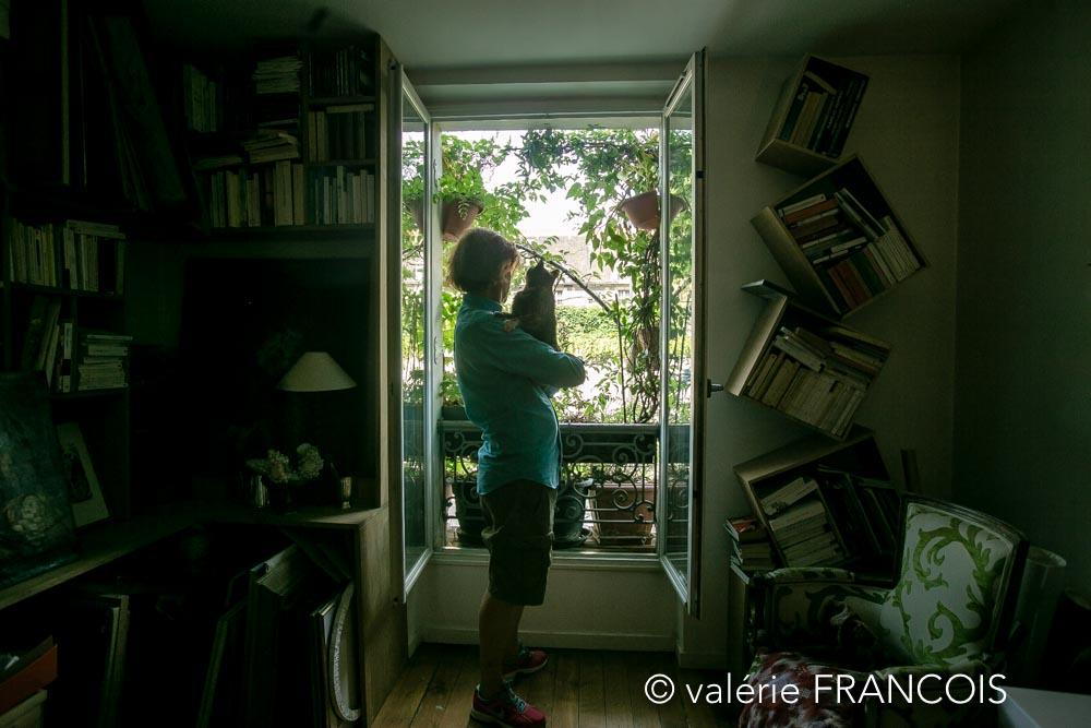 Lorsque je suis arrivé ici il y a 30 ans, je ne pouvais pas mettre de plantes dans mon appartement car j'ai des chats. Malheureusement les plantes et les chats ne font pas bon ménage. J'ai donc commencé par investir l'extérieur des fenêtres.