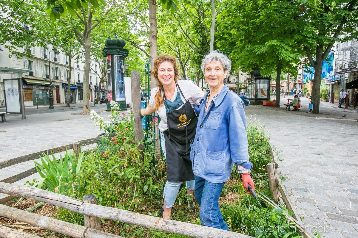 Emilie et Bernadette sur la Place des Rigoles à Paris