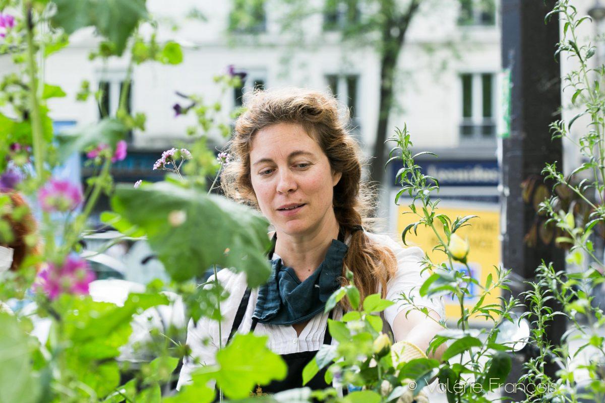 Végétalisation de Paris : Emilie Bourgouin à l'initiative du Village Jourdain qui végétalise 20 pieds d'arbres à Paris